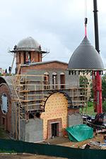 Установка купола, освящение и подъем креста 28 августа 2014 г